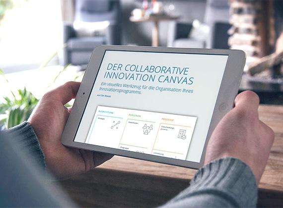 jemand ließt den collaboratie innovation canvas report